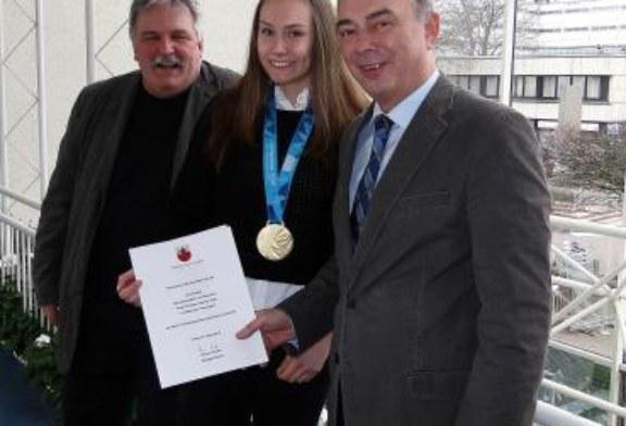 Jüngste Unnaer Olympiasiegerin im Rathaus empfangen