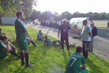 Die Trainer Ralf Dreier und Sascha Schumann verabschieden sich von den SGM-Fußballern