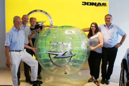 Fußball mal anders – Opel Jonas Bubble Kult Cup in Massen