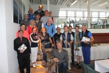 Golfer lassen sich von Wetterkapriolen beim Mittsommernachts Turnier nicht beirren