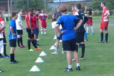 Fünf Fragen an TuS-Trainer Georgios Kipreos: Saisonrückblick – Spielerkader – Ziele – Vorbereitung – Spiele