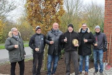 """""""Präsidenteneiche"""" gepflanzt für Professor Dr. Roland Multhaup"""