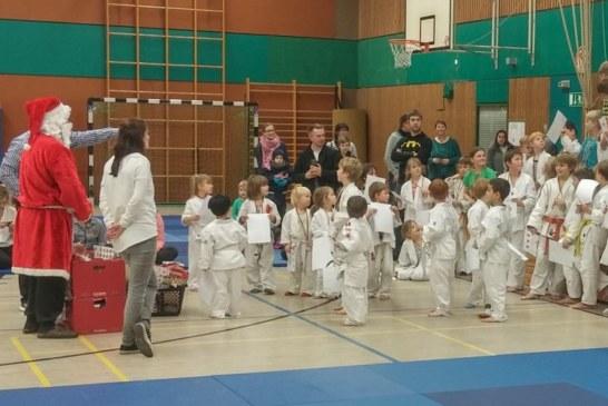 Nikolaus besucht überraschend traditionelles Turnier für Nachwuchsjudoka beim JCH
