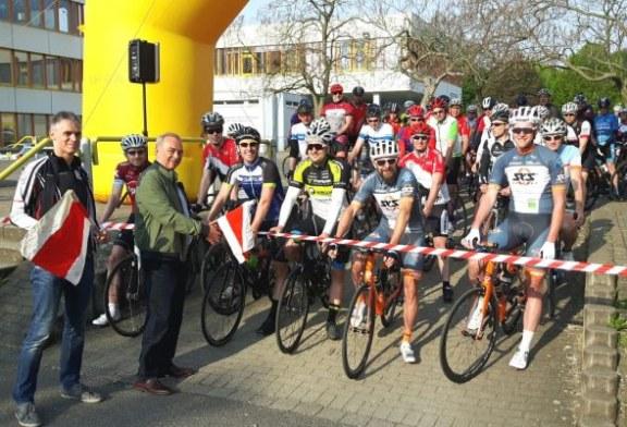 720 Teilnehmer am Start der 39. Hellweg-Radtourenfahrt in Unna