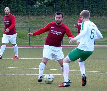 Fußball-Kreisliga A: Kein Sieger im Topspiel – Bausenhagen überrascht mit einem 6:0-Sieg gegen RWU II
