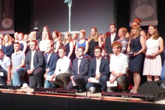 KreisSportGala: KSB Unna ehrt Julia Ritter, Lukas Liß und die Eishockeyfrauen des EC Bergkamen mit dem UNion