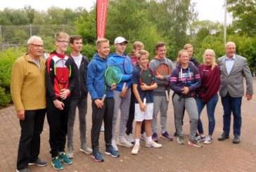 79 junge Tennisspieler beim Kids-Cup des TV Bergkamen 79 am Start