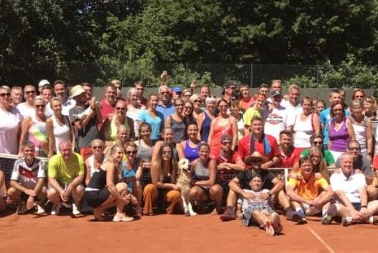 Urlaubsfeeling auf der Tennisanlage