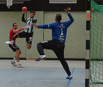 Drittligist Menden dominiert am Ende heftig die SuS-Handballer