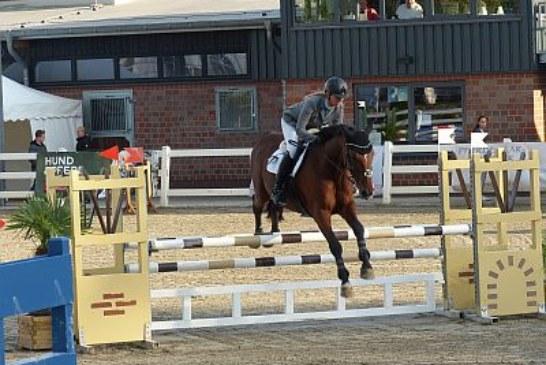 Marion Wiebusch reitet zum Doppelsieg beim Reit- und Springturnier im Reitsportzentrum Massener Heide