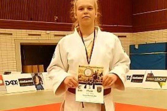 Lea Reinecke überzeugt beim Bamberger Domreiter-Turnier und holt Bronze