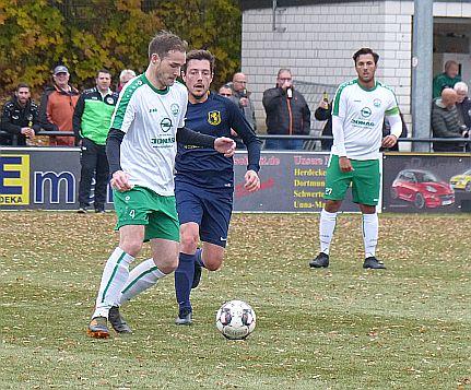 Fußball-Kreisliga A2: Führungs-Duo müht sich zu knappen Siegen