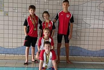 Zwölf Medaillen für Wasserfreunde