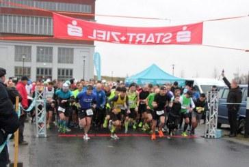 Trotz Schmuddelwetter starten 325 Teilnehmer beim 4. Lauf am Förderturm der Lauffreunde Bönen
