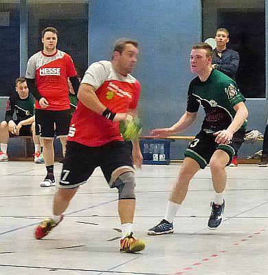 Handball-Bezirksliga: SuS-Reserve landet Arbeitssieg in Dellwig – Wichtige Punkte für TuRa-Reserve